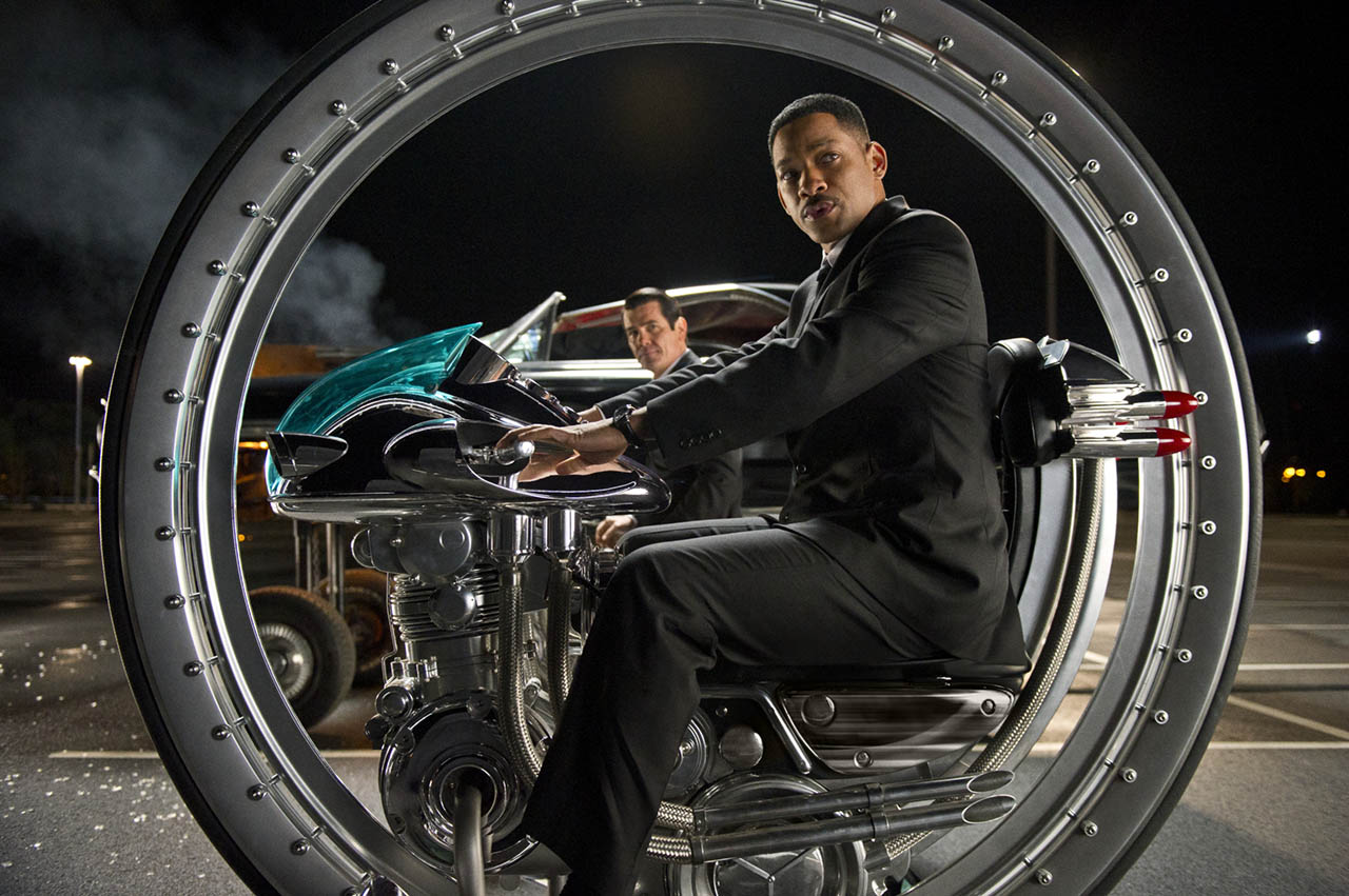 Will Smith en el monociclo en MEN IN BLACK 3 (HOMBRES DE NEGRO 3)