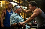 Foto Dwayne Johnson y Mark Wahlberg en Dolor y dinero 4