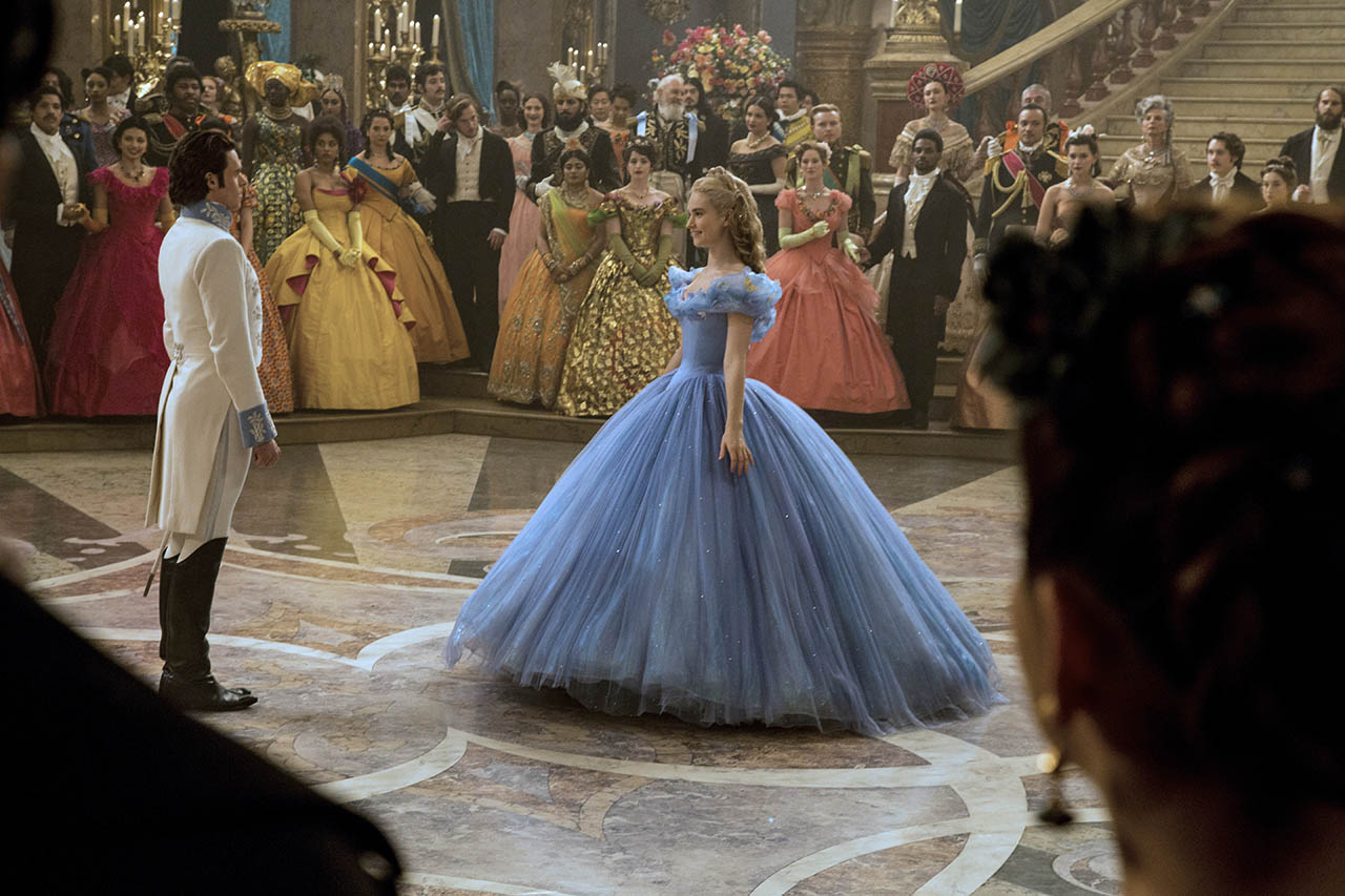 Foto Richard Madden y Lily James en Cenicienta 3